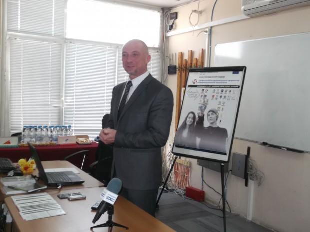 Директорът Ивайло Старибратов представи проекта готовността на ОМГ да предостави ноу хауто на всички училища.