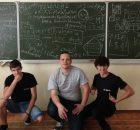 Морослав (в средата) със свои съученици.