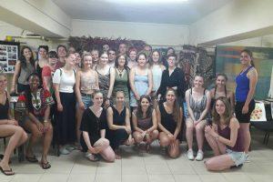 Студенти от Германия тъкаха халище с наши ученици