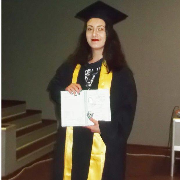 Пълната отличничка Александра Димова е завоювала и редица призови места на различни конкурси.